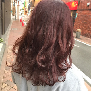 ピンク レッド セミロング グレージュ ヘアスタイルや髪型の写真・画像