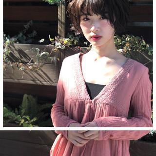 無造作パーマ ゆるふわ ショート ガーリー ヘアスタイルや髪型の写真・画像