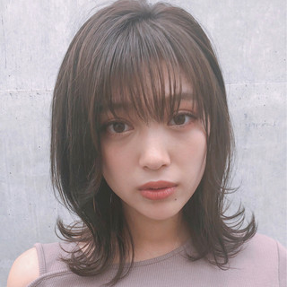 ミディアム デート レイヤーカット 大人かわいい ヘアスタイルや髪型の写真・画像