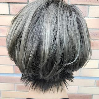 カーキアッシュ グレージュ 外国人風 ハイライト ヘアスタイルや髪型の写真・画像 ヘアスタイルや髪型の写真・画像
