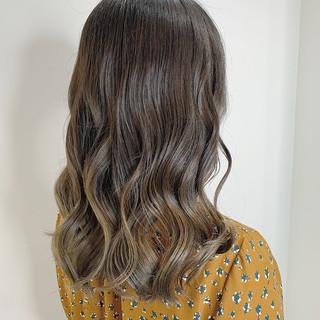 セミロング ダブルカラー ブリーチカラー バレイヤージュ ヘアスタイルや髪型の写真・画像