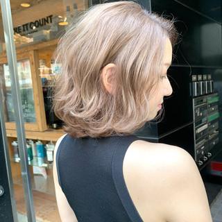 エレガント ハイトーンカラー ショート ブリーチ ヘアスタイルや髪型の写真・画像