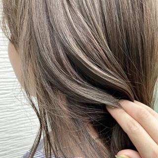艶髪 アッシュベージュ 透明感カラー 透明感 ヘアスタイルや髪型の写真・画像