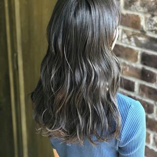 アッシュグレー セミロング 外国人風カラー グレージュ ヘアスタイルや髪型の写真・画像