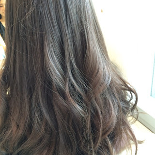 アッシュ ロング ナチュラル グレージュ ヘアスタイルや髪型の写真・画像