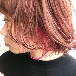 ピンクブラウン インナーピンク インナーカラー ハイライト ヘアスタイルや髪型の写真・画像