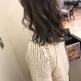 アンニュイほつれヘア 外国人風 ミディアム ハイライト ヘアスタイルや髪型の写真・画像