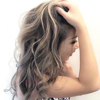 ロング ナチュラル グレージュ ハイライト ヘアスタイルや髪型の写真・画像 ヘアスタイルや髪型の写真・画像