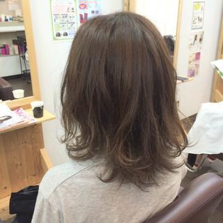 暗髪 ミディアム 外国人風 ハイライト ヘアスタイルや髪型の写真・画像