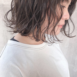 切りっぱなしボブ ボブ ミルクティーベージュ グレージュ ヘアスタイルや髪型の写真・画像