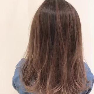 セミロング グラデーションカラー 透明感 フェミニン ヘアスタイルや髪型の写真・画像