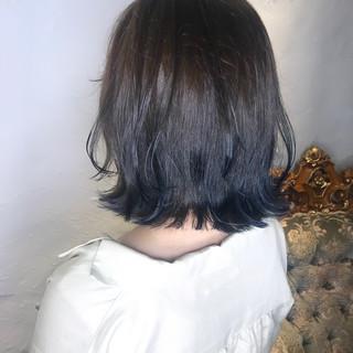 ネイビーブルー ボブ ミルクティーグレージュ ブルーグラデーション ヘアスタイルや髪型の写真・画像