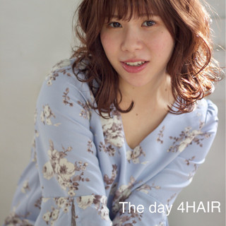 ラベンダーピンク ゆるふわ ミディアム 抜け感 ヘアスタイルや髪型の写真・画像