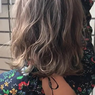 ナチュラル 秋 バレイヤージュ 透明感 ヘアスタイルや髪型の写真・画像