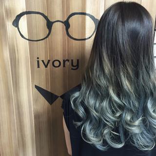 エレガント ロング 上品 ブルーアッシュ ヘアスタイルや髪型の写真・画像