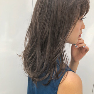 オフィス ミディアム 前髪あり ナチュラル ヘアスタイルや髪型の写真・画像
