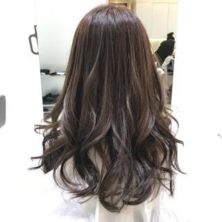 外国人風カラー グレージュ アッシュ ストリート ヘアスタイルや髪型の写真・画像
