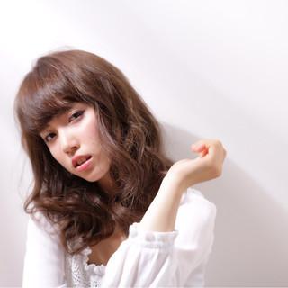 セミロング 外国人風 ガーリー 大人かわいい ヘアスタイルや髪型の写真・画像