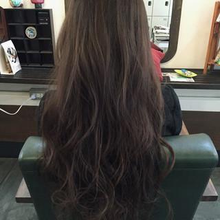 外国人風 ロング アッシュグレージュ ストリート ヘアスタイルや髪型の写真・画像