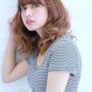 アッシュベージュ ハイライト ミディアム 大人かわいい ヘアスタイルや髪型の写真・画像