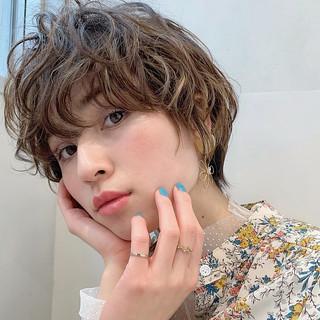 デート ハイライト パーマ ガーリー ヘアスタイルや髪型の写真・画像
