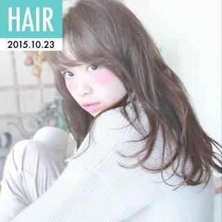 フェミニン ロング ナチュラル 卵型 ヘアスタイルや髪型の写真・画像
