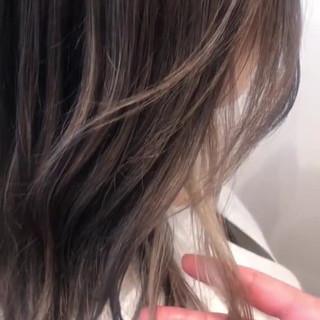 ホワイトブリーチ ナチュラル インナーカラー ミディアム ヘアスタイルや髪型の写真・画像