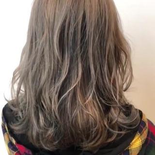 ローライト ベージュ ミルクティー ナチュラル ヘアスタイルや髪型の写真・画像
