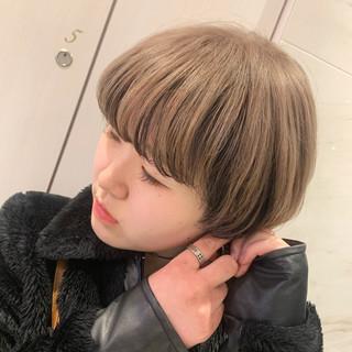 ハイトーンカラー インナーカラー モード ミルクティー ヘアスタイルや髪型の写真・画像