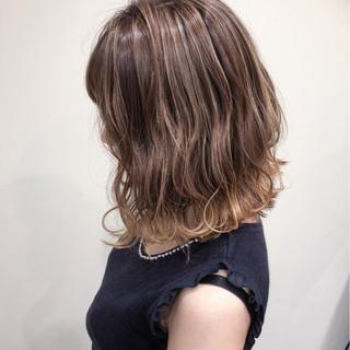 ミルクティーベージュ ベージュ 外国人風カラー グラデーションカラー ヘアスタイルや髪型の写真・画像