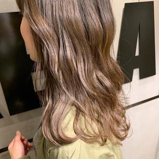 ミディアム ウェーブ ゆるふわ 透明感 ヘアスタイルや髪型の写真・画像 ヘアスタイルや髪型の写真・画像
