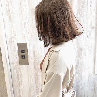 ミルクティーベージュ ミルクティーグレージュ フェミニン ハイライト ヘアスタイルや髪型の写真・画像