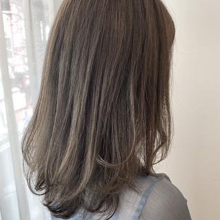 ナチュラル グレージュ 極細ハイライト ミディアム ヘアスタイルや髪型の写真・画像