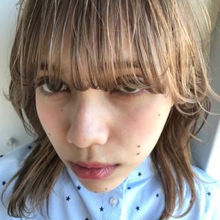 ミルクティー 色気 ウルフカット モード ヘアスタイルや髪型の写真・画像