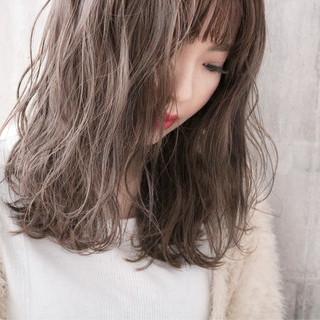 アンニュイほつれヘア ミルクティーグレージュ ミルクティーベージュ ナチュラル ヘアスタイルや髪型の写真・画像