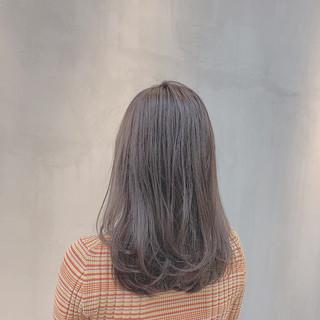 ナチュラル 透明感カラー グレージュ ハイトーン ヘアスタイルや髪型の写真・画像 ヘアスタイルや髪型の写真・画像