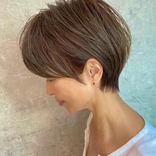 ショート ハイライト ショートヘア ナチュラル ヘアスタイルや髪型の写真・画像