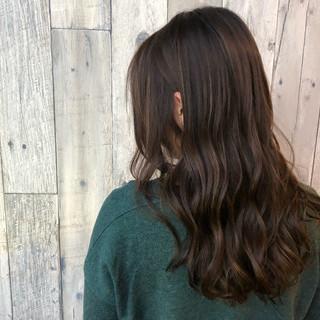 外国人風 アッシュグレージュ ヘアアレンジ デート ヘアスタイルや髪型の写真・画像