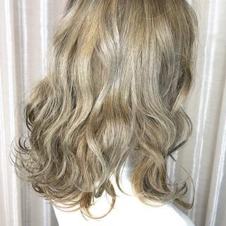 外国人風カラー アッシュグレージュ アッシュグレー アッシュ ヘアスタイルや髪型の写真・画像 ヘアスタイルや髪型の写真・画像
