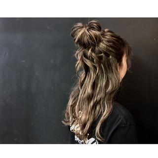 お団子 ハーフアップ セミロング 簡単ヘアアレンジ ヘアスタイルや髪型の写真・画像