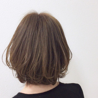 毛先パーマ ダブルカラー 大人女子 外国人風カラー ヘアスタイルや髪型の写真・画像