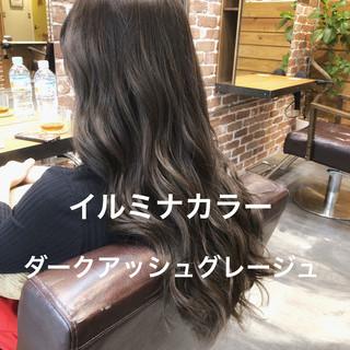 ゆるふわパーマ イルミナカラー ナチュラル アッシュグレージュ ヘアスタイルや髪型の写真・画像