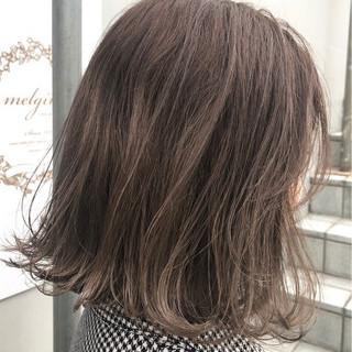 アッシュグレージュ ハイライト ナチュラル 色気 ヘアスタイルや髪型の写真・画像