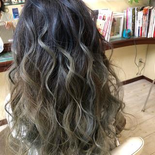ストリート 西海岸風 バレイヤージュ ダブルブリーチ ヘアスタイルや髪型の写真・画像