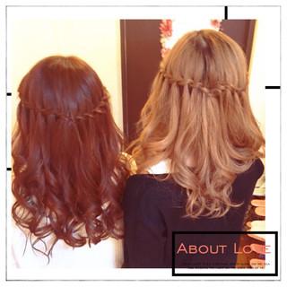 セミロング ウォーターフォール 大人かわいい ヘアアレンジ ヘアスタイルや髪型の写真・画像