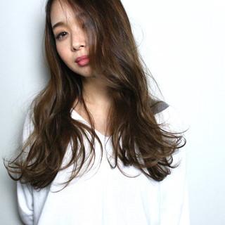 ロング ミルクティー アッシュ 外国人風カラー ヘアスタイルや髪型の写真・画像