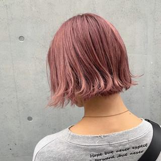 切りっぱなしボブ ラベンダーピンク ピンクベージュ ミニボブ ヘアスタイルや髪型の写真・画像