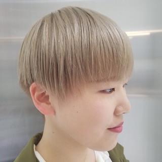 ナチュラル ショート ホワイト ブリーチカラー ヘアスタイルや髪型の写真・画像