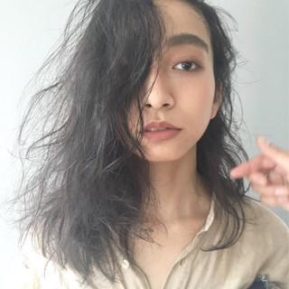 ミディアム アンニュイ 無造作 モード ヘアスタイルや髪型の写真・画像