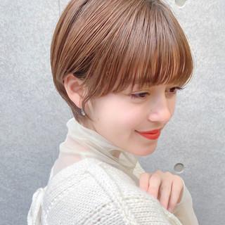 ワイドバング ショートヘア ハイライト 前髪あり ヘアスタイルや髪型の写真・画像